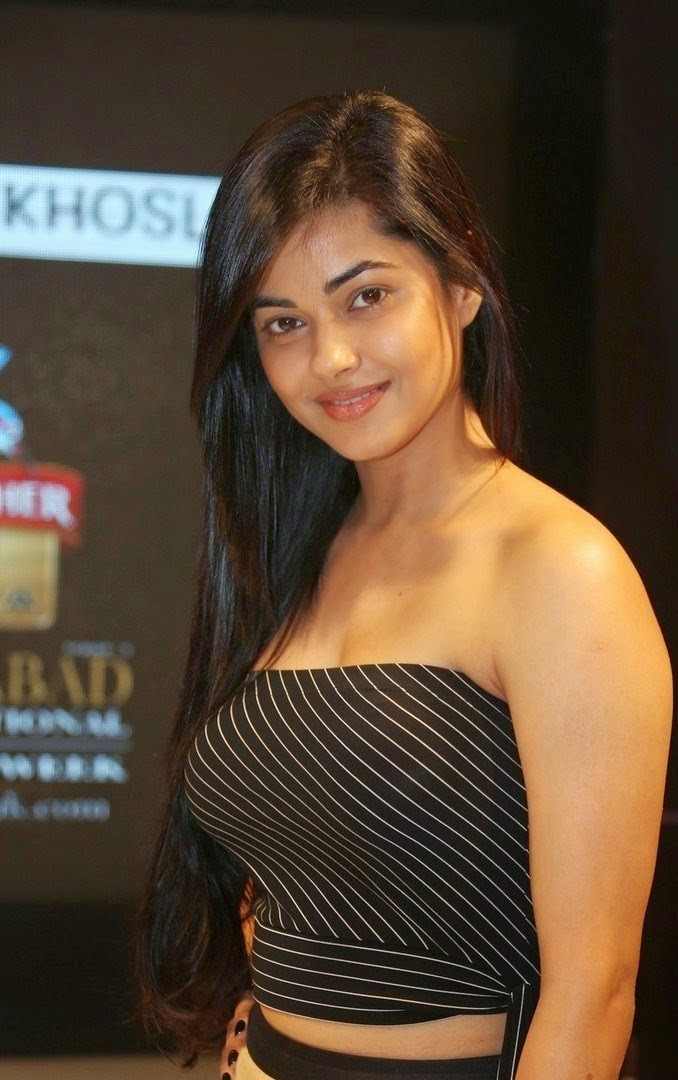Meera Chopra Stunning Photos in Short Skirt