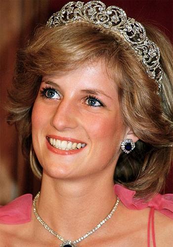 princess diana wedding pictures. queen elizabeth wedding tiara.