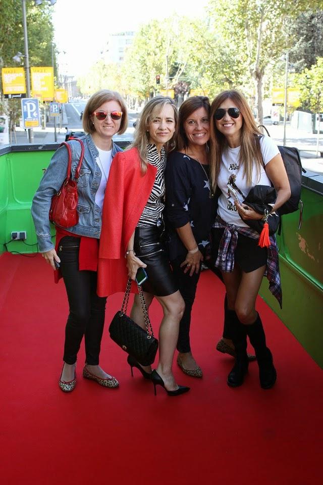 Lady Trends Carmen Hummer pasarela de moda en bici