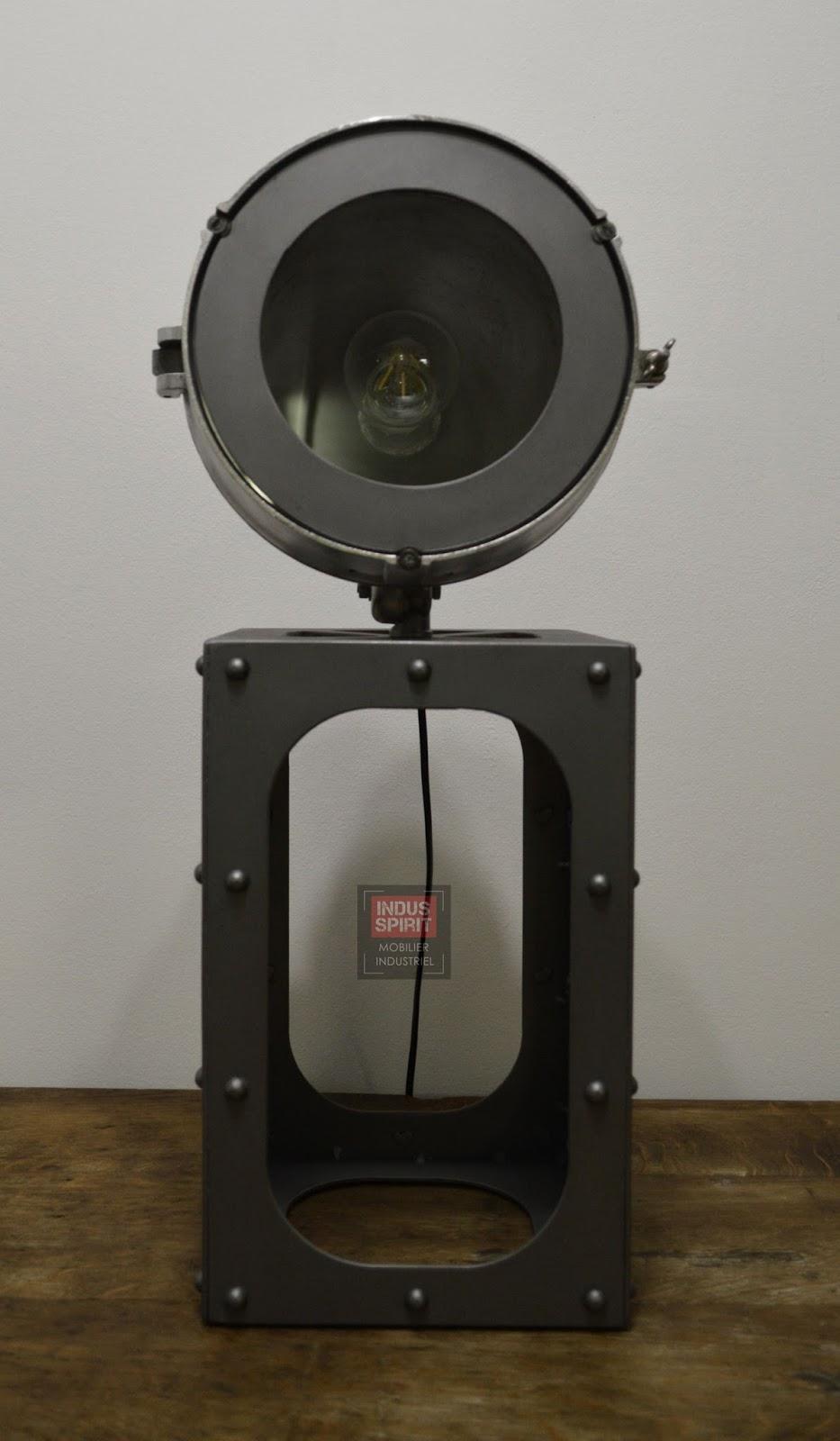 Lampe design industriel poser for Lampe a poser style industriel