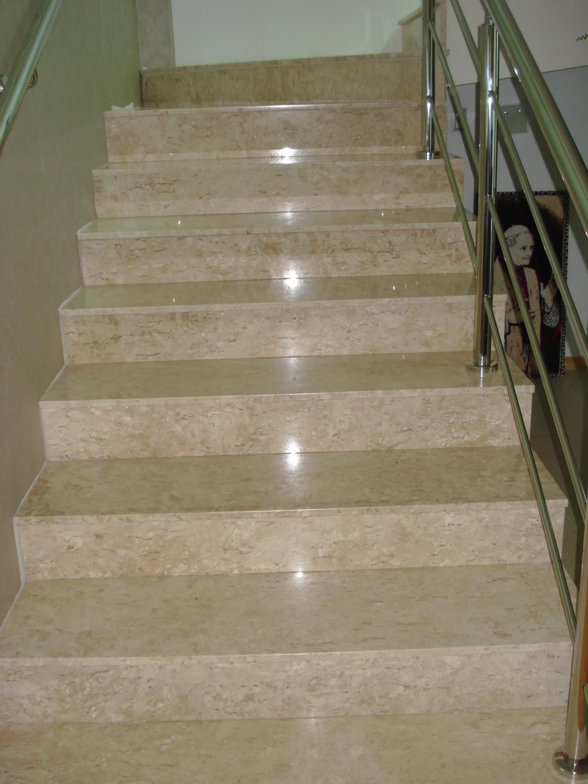 Escadaria em Marmore Travertino Marmoraria MPK #5D4D32 1200x1600 Banheiro Branco Com Marmore Travertino