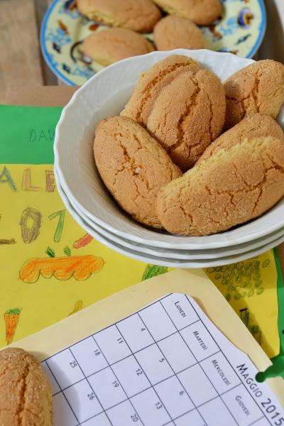 biscotti semlici con uova, farina,zucchero di canna e latte