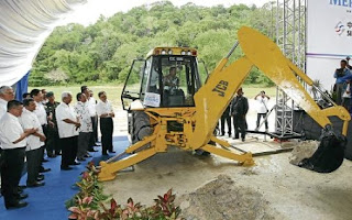 Sultan of Johor Sultan Ibrahim Sultan Iskandar performing the groundbreaking of Laguna Mersing.