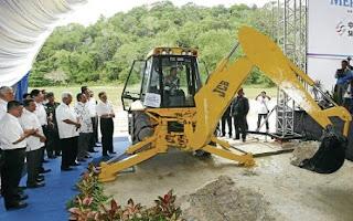 Sultan of Johor Sultan Ibrahim Sultan Iskandar performing the groundbreaking of Laguna Mersing.