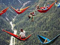 [FOTO] Sensasi Ekstrem Tidur di Ketinggian Pegunungan Alpen