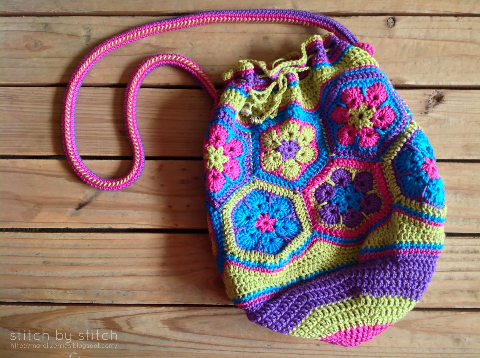 Crochet Bean Bag Tutorial : Stitch by Stitch: African Flower Crochet Bag - Lining Tutorial
