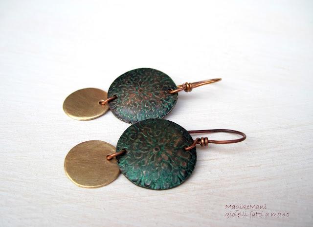 orecchini in rame e ottone similoro con patina verde di MagikeMani