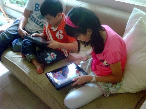 Anak kecil mainan tablet pc