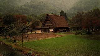 Wallpaper pemandangan di desa daerah pegunungan