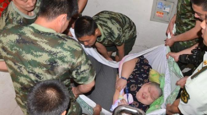 Pria 247 Kg Dievakuasi Pakai Seprai, Karena Tak Bisa Keluar Apartemen Selama 3 tahun