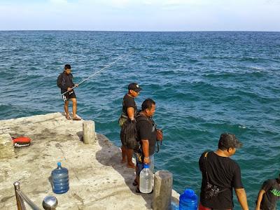 asik memancing di pulau berhala