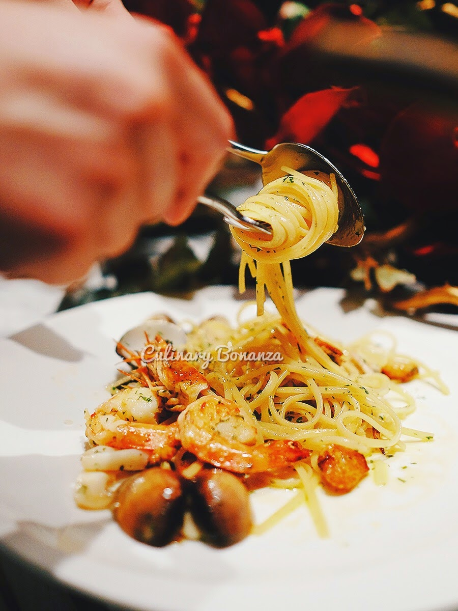 Linguini Aglio Olio con Gamberone - king prawn pasta in very healthy olive oil, garlic & chili sauce