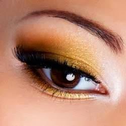 maquillaje dorado en navidad