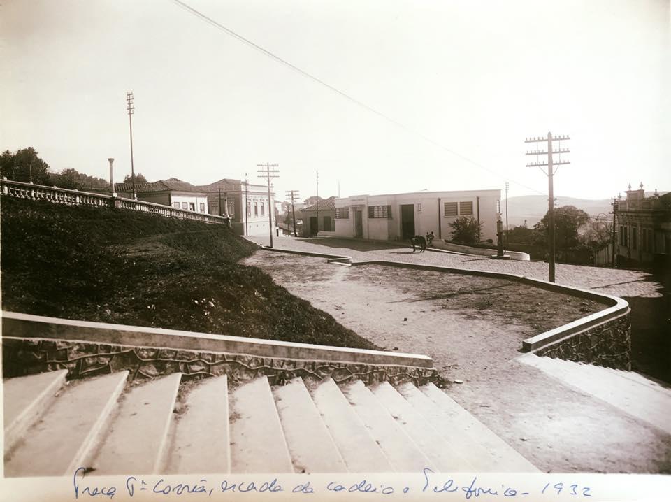 Praça Padre Correia, escadarias da antiga Cadeia Publica de Barbacena, Telefonica