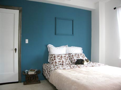 Paint a room popular home interior design sponge for Bedroom ideas with teal walls