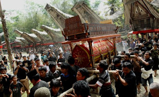 "Upacara ""Rambu Solo"" Tradisi Pemakaman Toraja di Mandar"