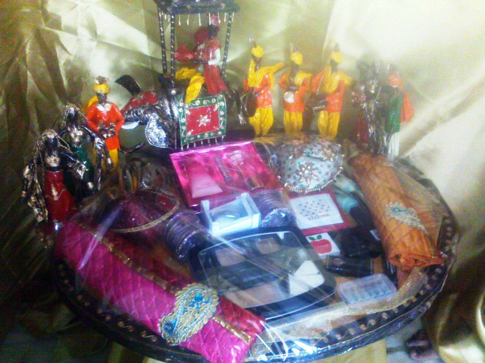 Ranjana arts ranjanaarts march 2011 holi hamper packing holi festival holi he holi hamper packing holi day holi trousseau packing wedding packing shaadi packing junglespirit Images