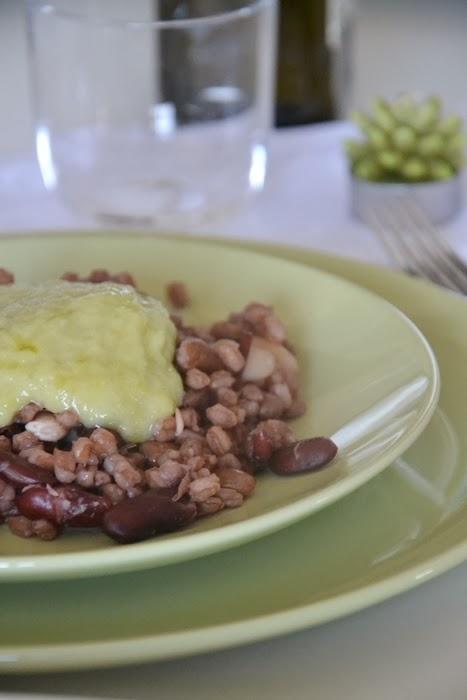 zuppa di farro e fagioli con crema di porri e patate