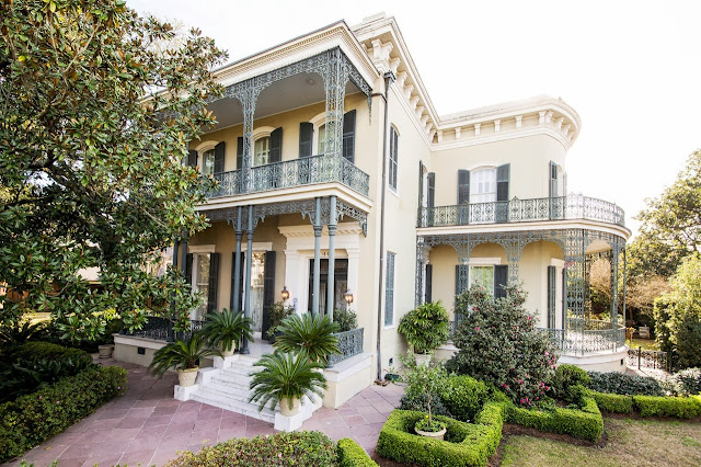 Exterior of a New Orleans, Garden District mansion