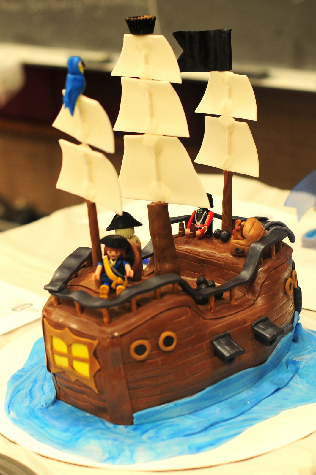 Cake Designs Pirate Ship : Leafy Tree Tops: Pirate Ship Cake