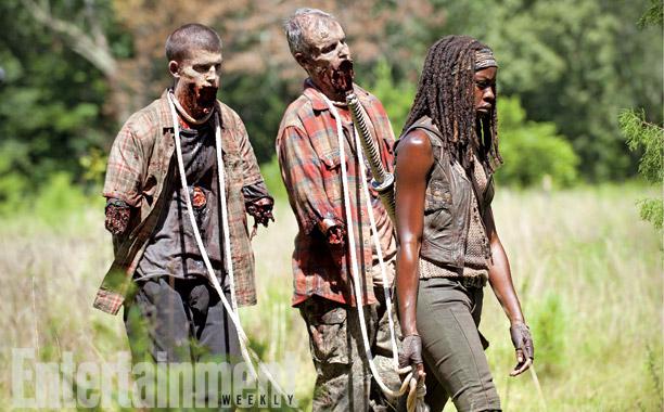 """The Walking Dead 4x09 """"After"""" Promos, Sneek Peeks y Spoilers The-Walking-Dead-4x09-Alone-Carlost-007"""