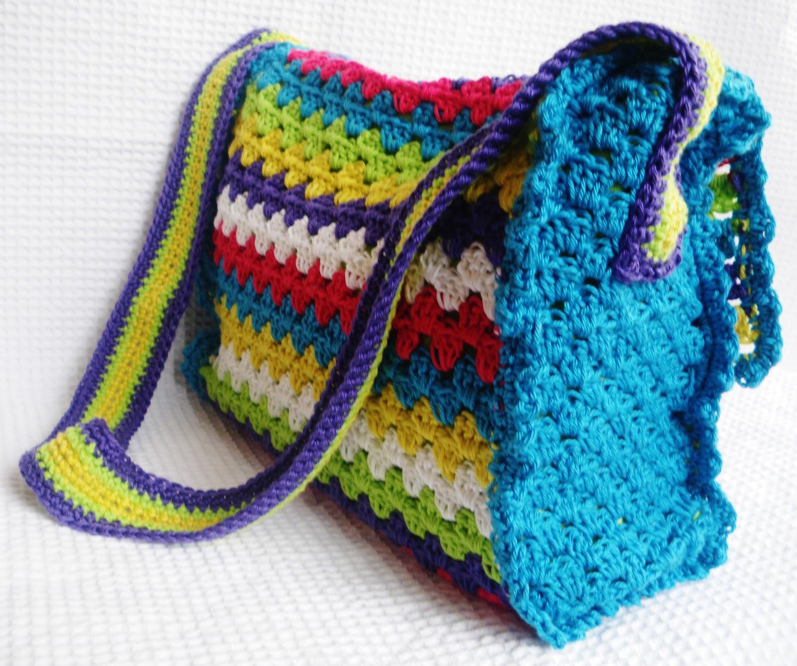 http://demerle.blogspot.nl/2012/02/gehaakt-tasje.html