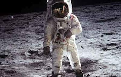 Neil Amstrong se convirtió en un héroe al ser el primer ser humano en posarse sobre la Luna con el Apollo XI en 1969.