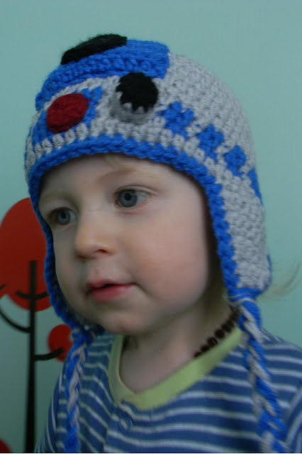 R2d2 Hat Knitting Pattern : Nesting Sticks: Crocheted R2D2 Earflap Hat {Pattern}