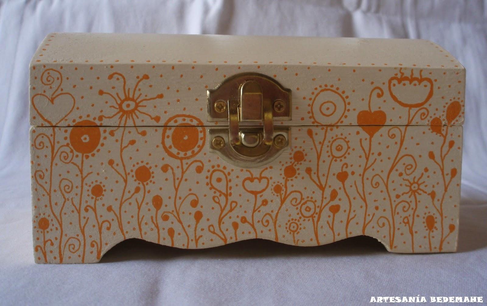 Artesania bedemahe ba les de madera modelo flores neptunianas - Baules pintados a mano ...