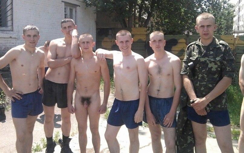 Парни фото голые в армии