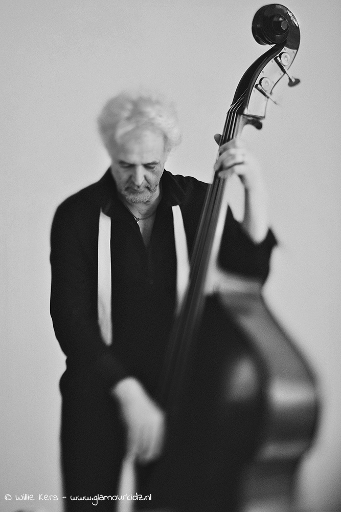 fine art Lensbaby portrait in black and white edge 80 of a bassplayer and musician