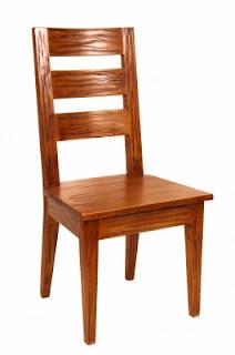 Cadeira feita em madeira