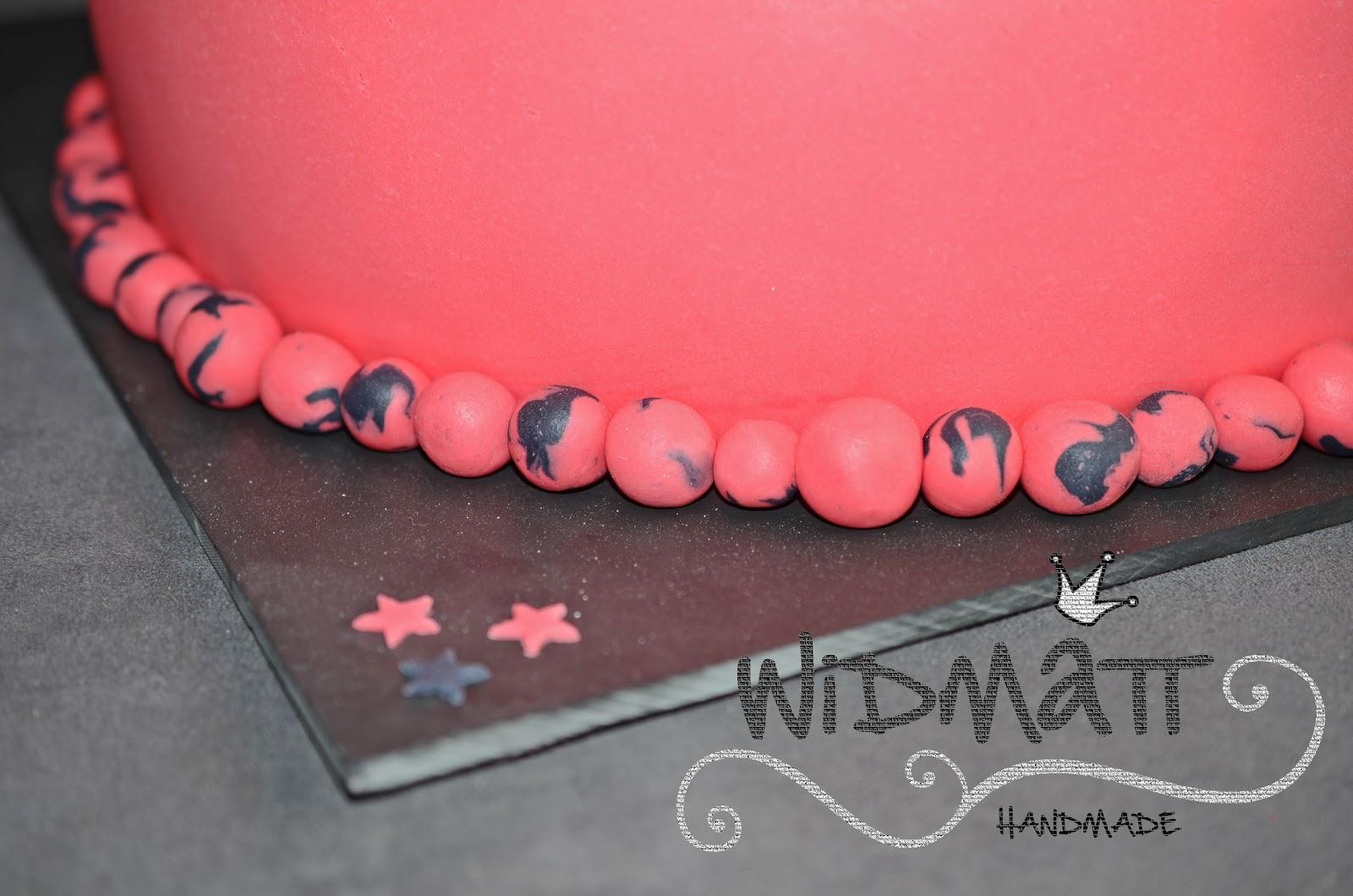 Widmatt Hochzeitstorte In Pink Schwarz Mit Converse Schuhen