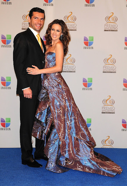 http://4.bp.blogspot.com/-tkkodU9meCY/Tz5rWusjguI/AAAAAAAAAlk/FEOGNwnkXHI/s640/Martin+Fuentes+y+Jacqueline+Bracamonres+en+Premio+lo+nuestro+2012+%25282%2529.jpg