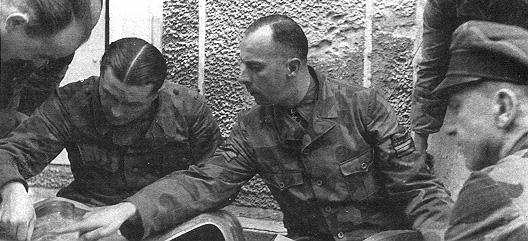 Les tenues allemandes en camouflage italien. Wilhelmmohnke8rd