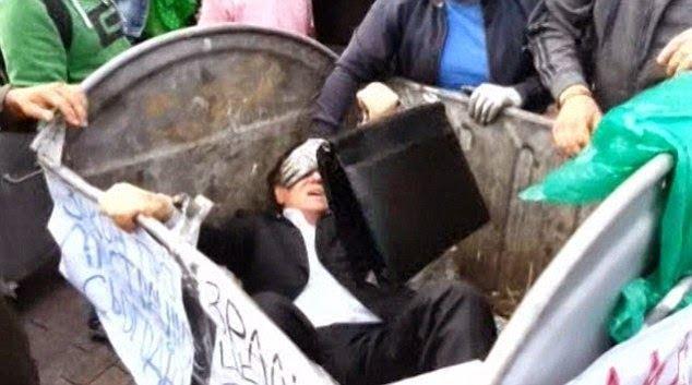 بالفيديو: إلقاء نائب برلماني في «صندوق زبالة»