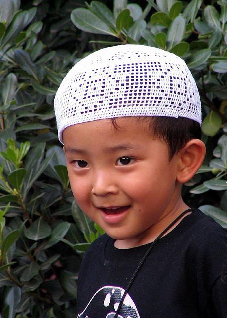 بعد دراسة متأنية للأديان اختار الإسلام وعمره 8 سنوات!