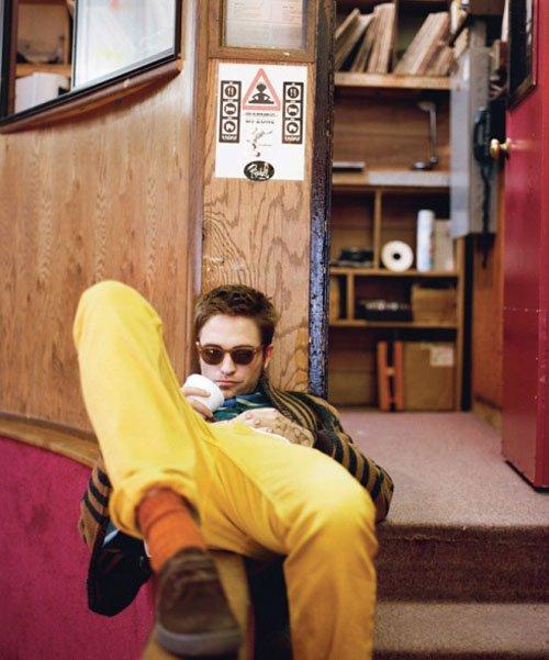 Robert Pattinson: Laying Low in London? » Gossip   Robert Pattinson