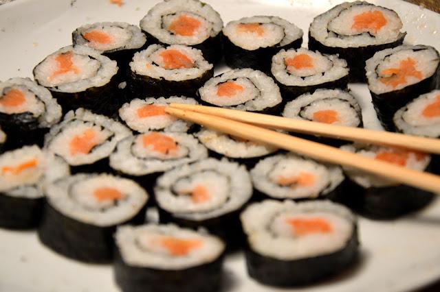 Marokanka przyrządza… sushi z łososiem i surimi