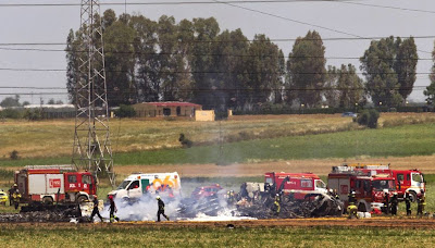 Accidente avión militar en Sevilla cuatro muertos dos heridos graves