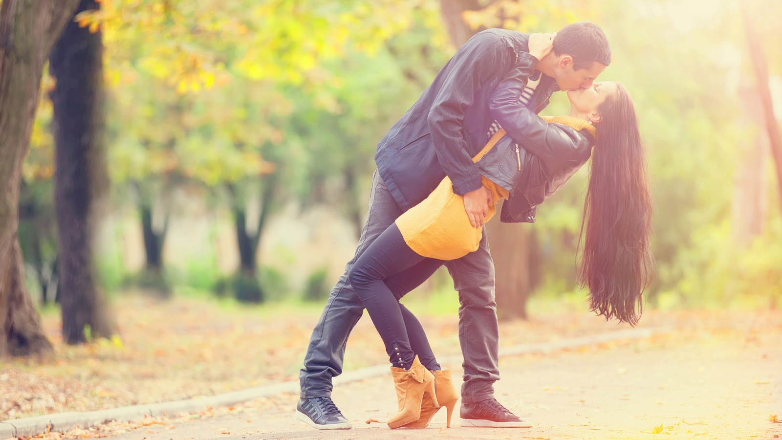 couple kissing wallpapers - photo #13
