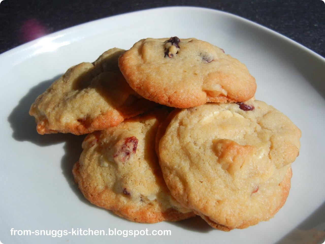 cranberry macadamia wei e schokolade cookies from snuggs kitchen. Black Bedroom Furniture Sets. Home Design Ideas