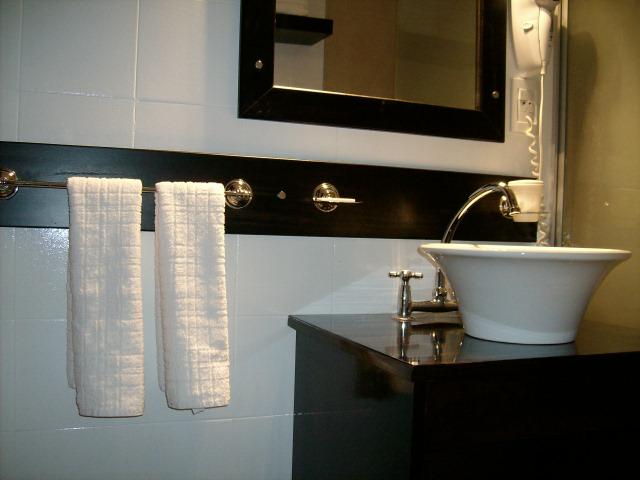 Mamparas Para Baño Fv: de los baños del Apart Hotel Solanas Vacation Playa, en la ciudad de