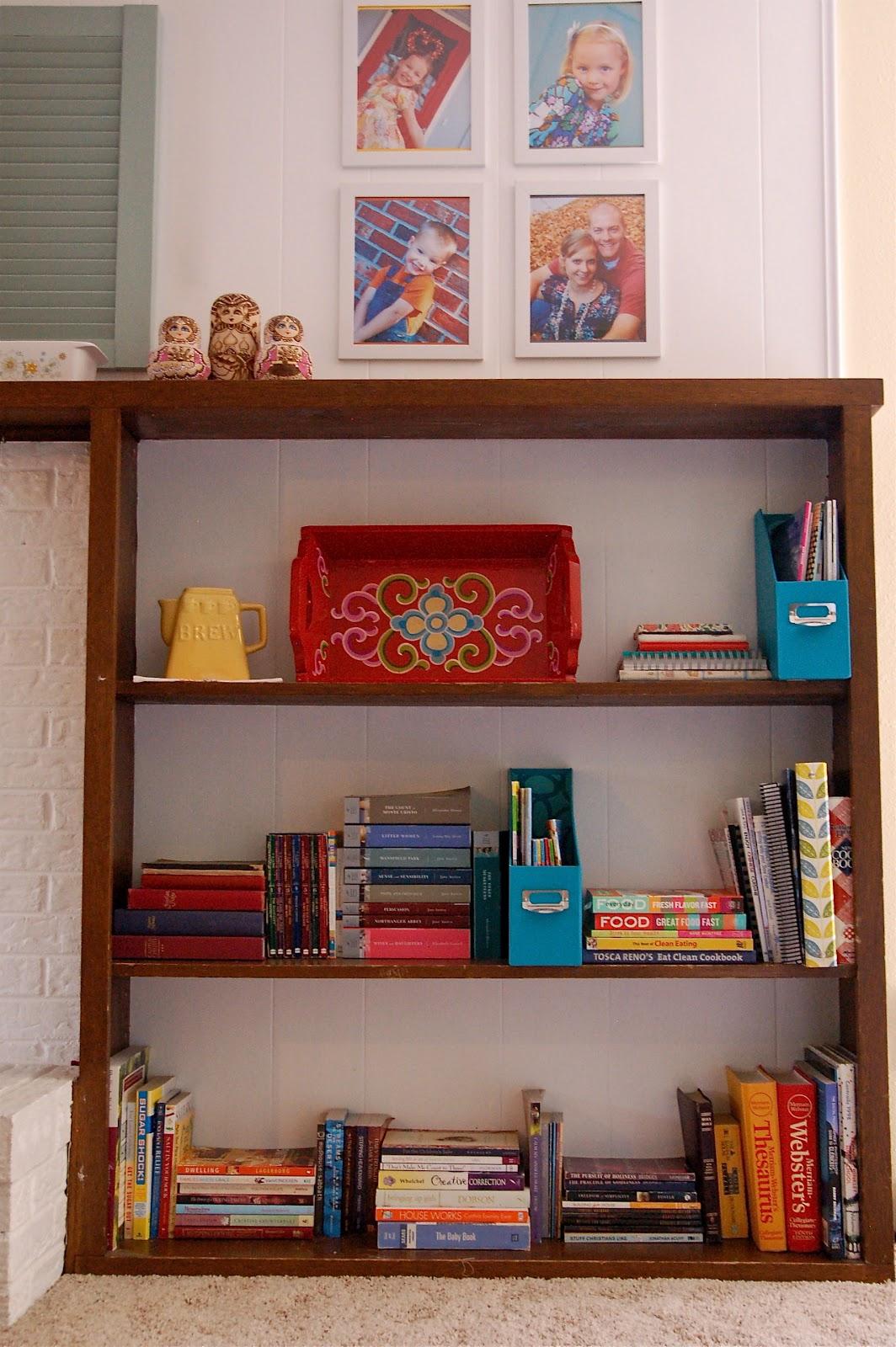 how to make a bookshelf look pretty