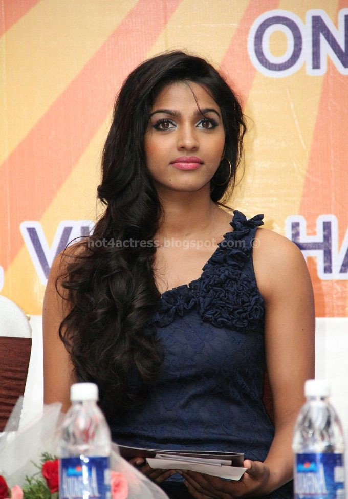 Dhansika latest spicy photo gallery