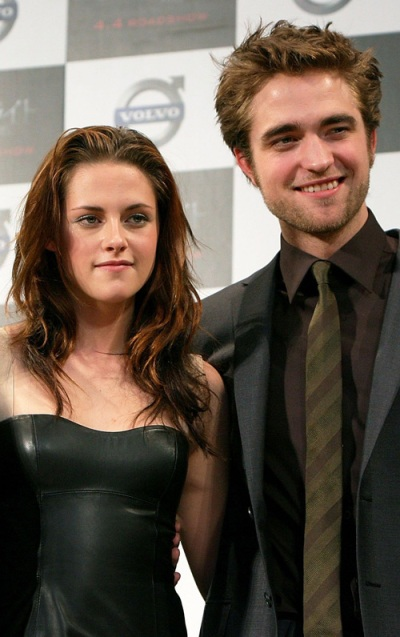 kristen stewart and robert pattinson 2011 news. Monday, February 28, 2011