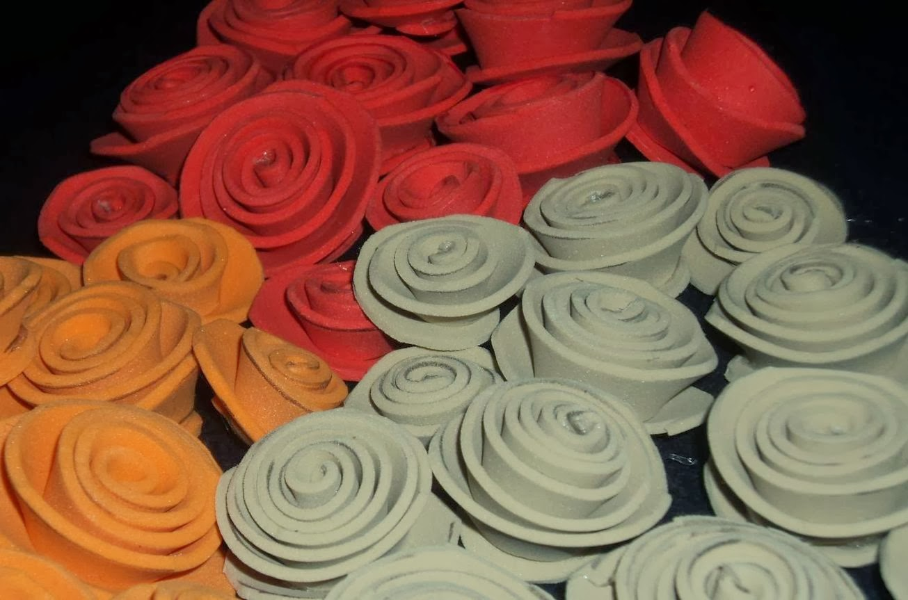 Tutorial de artesan as rosas de papel o foami - Como se hacen flores de papel ...