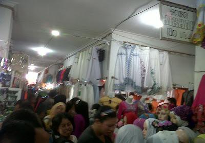 Pasar Limbur Diserbu Warga
