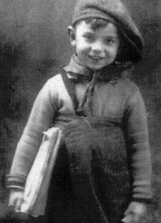 Fotografía de Ángel González con 4 años