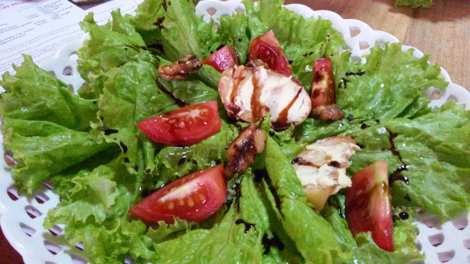 Salad of baked apples, cheese & walnuts